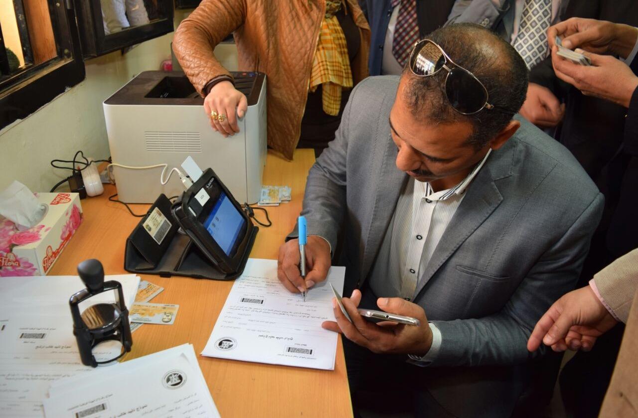 صور| قيادت جامعة سوهاج يحررون توكيلات دعم للرئيس «السيسي»
