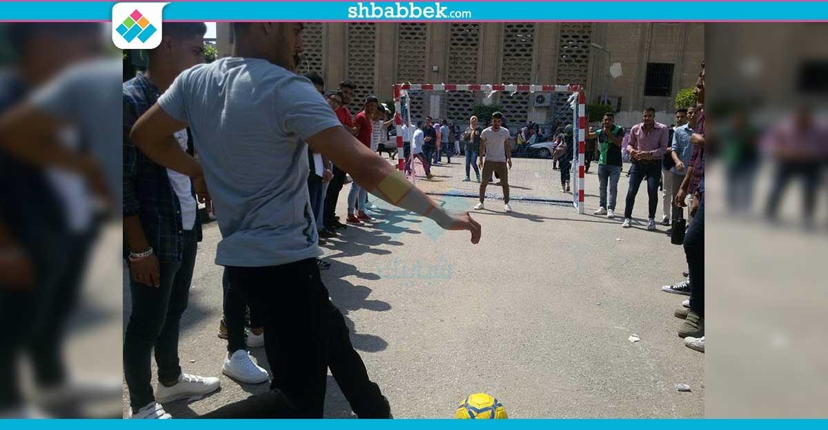 صور| تجارة القاهرة ثاني أيام الدراسة.. أغاني ولعب وتصوير