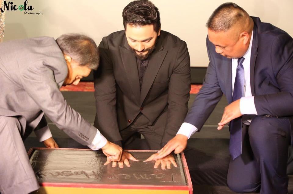 http://shbabbek.com/upload/كيف خدعكم تامر حسني و«Enigma»؟.. قصة التكريم الوهمي