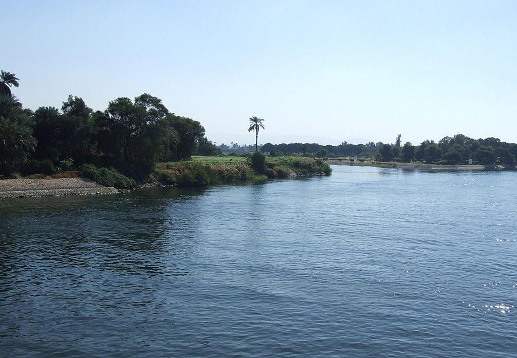 http://shbabbek.com/upload/في الأقصر لا تفوت زيارة هذه المعالم الطبيعية واعرف قصة البحيرة المقدسة