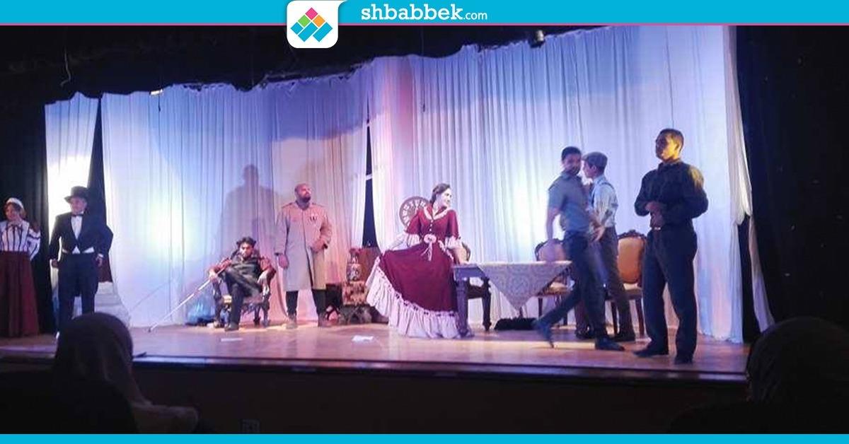 عندما أحب الضابط عدوه.. عرض مسرحي لطلاب علاج طبيعي القاهرة (صور)