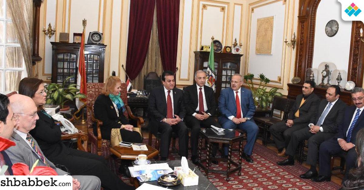 وزراء التعليم والتخطيط والصناعة في جامعة القاهرة