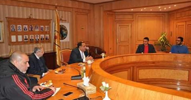رئيس جامعة حلوان يجتمع باللجنة العليا لاتحاد الطلاب