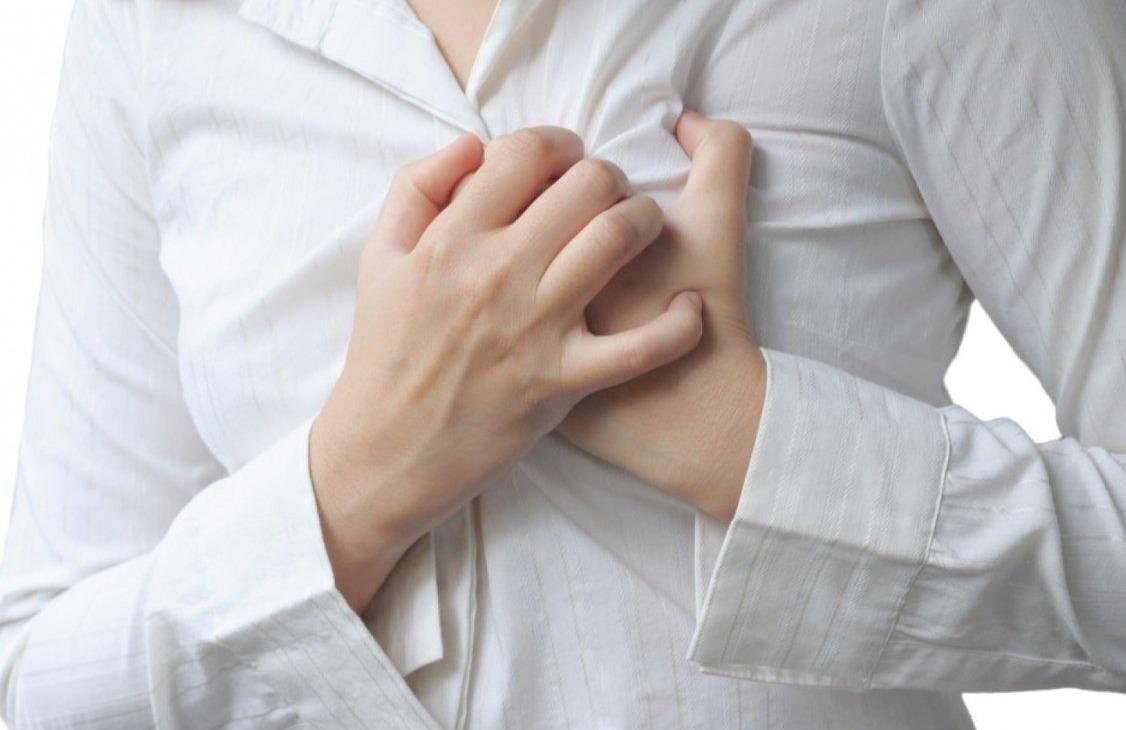 طبيب: النساء أكثر عرضة لألم القلب النفسي (فيديو)