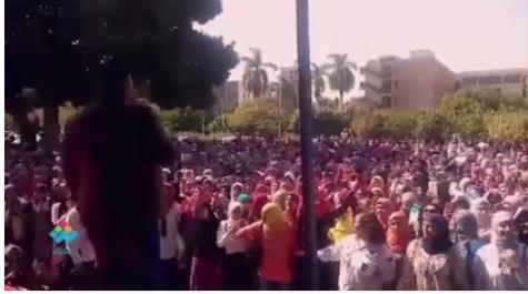 نجم آراب أيدول يغني «ما بلاش اللون دا معانا» بكلية البنات جامعة عين شمس