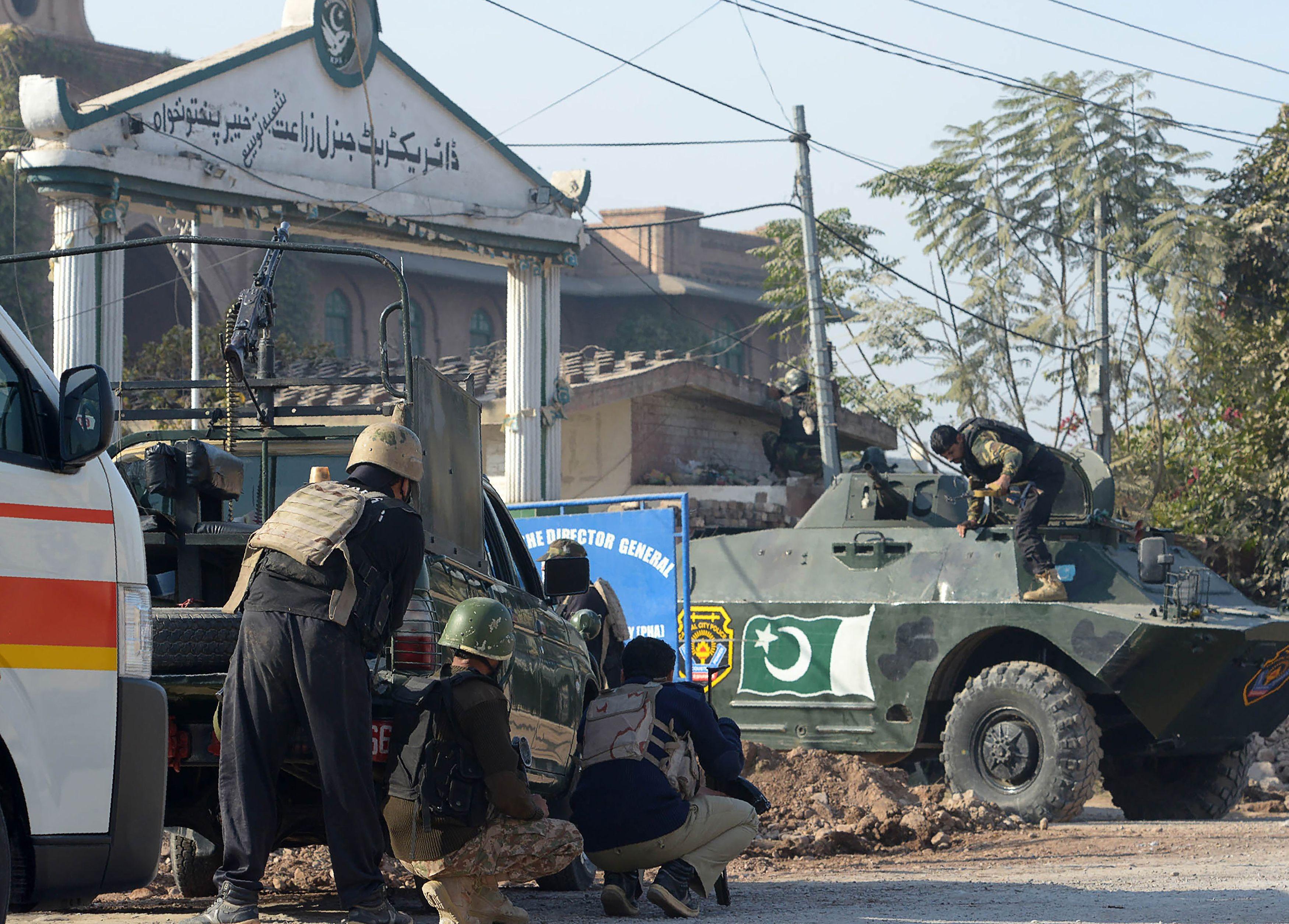 مسلحون يقتحمون حرم إحدى الجامعات الباكستانية
