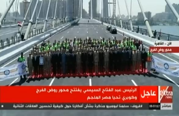 السيسي للمسئولين خلال افتتاح محور روض الفرج: «اتفضلوا معانا ولا مش هيستحملنا كلنا»