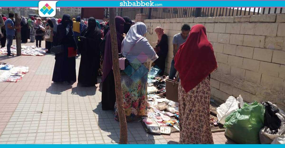 الباعة الجائلين أمام بوابات جامعة الأزهر