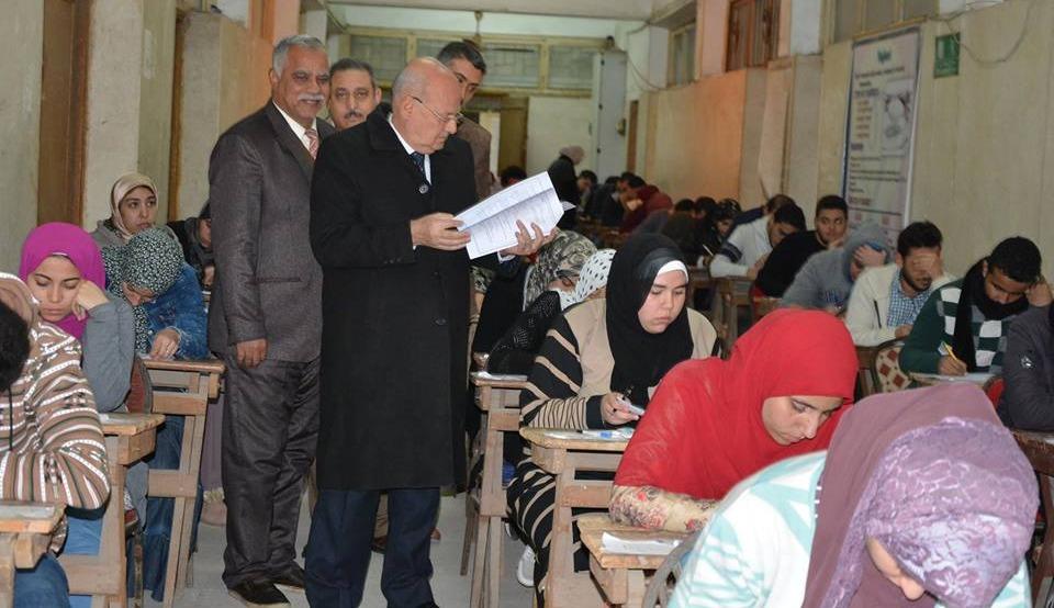 رئيس جامعة الزقازيق يتفقد امتحانات الفترة المسائية