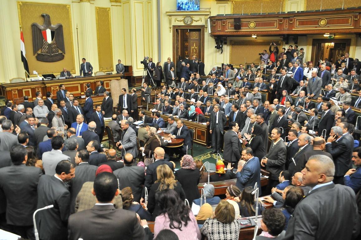 هتافات وبكاء.. هذه كواليس موافقة «النواب» على اتفاقية «تيران وصنافير»
