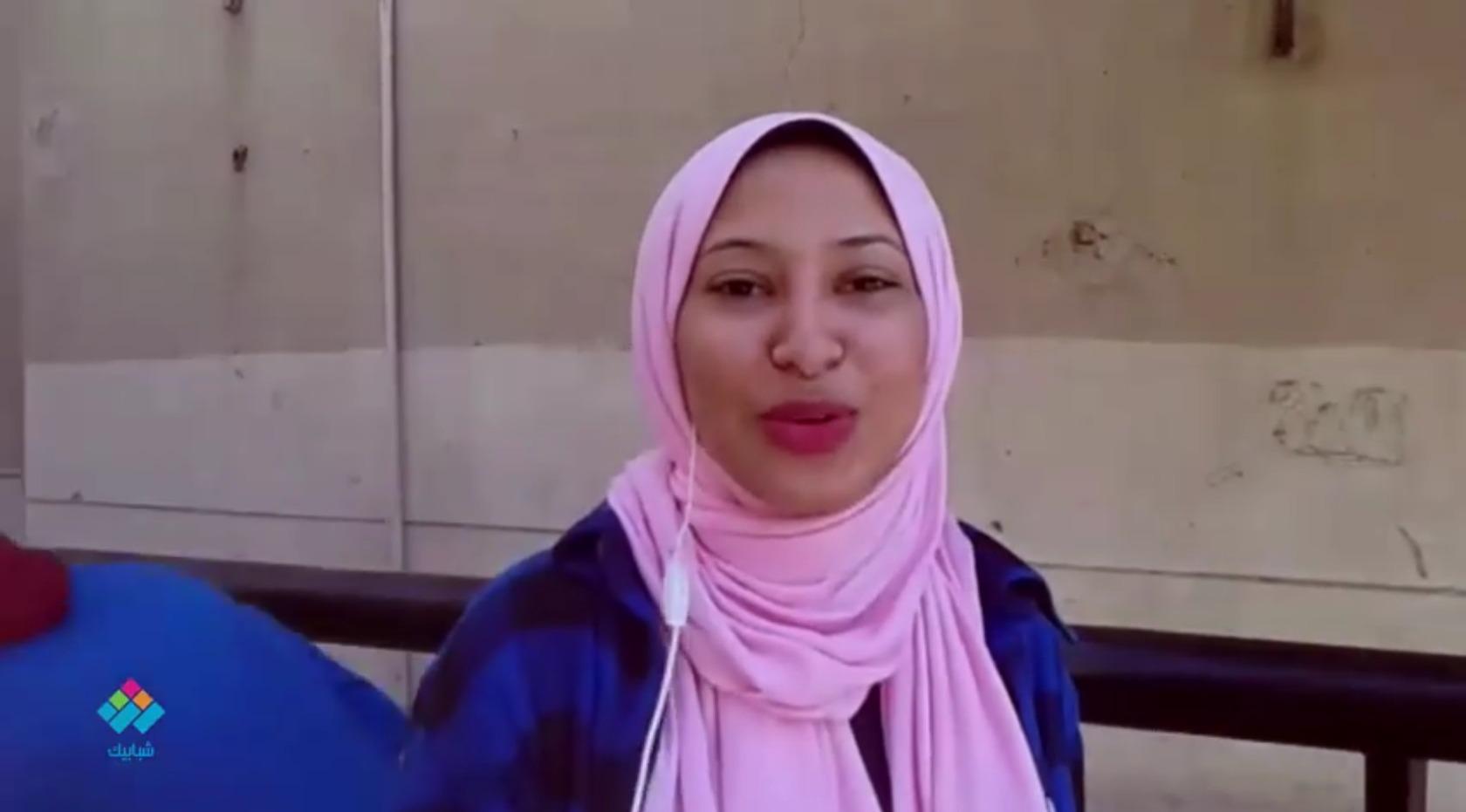طالبة بجامعة القاهرة تغني «في يوم وليلة» للفنانة وردة