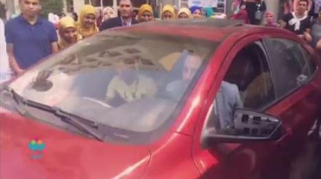 كيف يقود إبراهيم حمدتو سيارته دون ذراعين؟