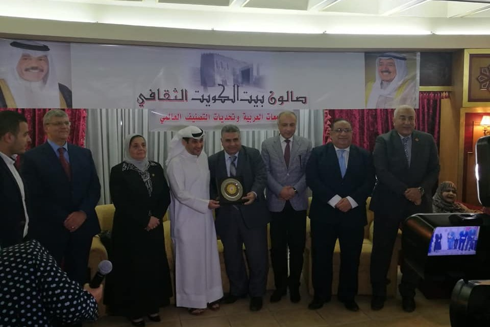 المكتب الثقافي الكويتي يكرم مدير وحدة الوافدين بجامعة بنها