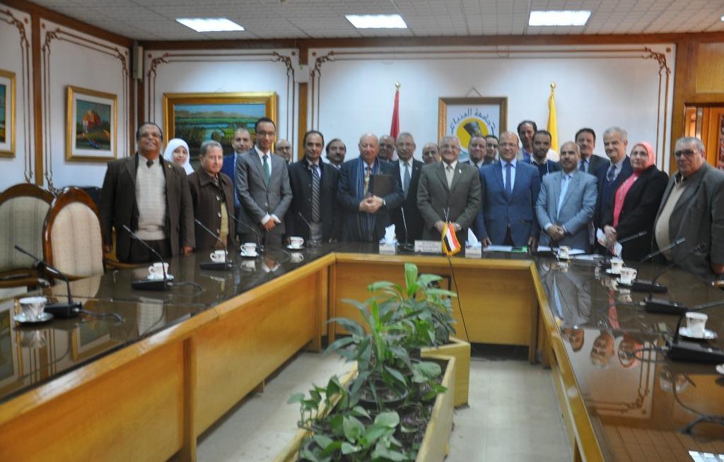 جامعة المنيا تناقش تطبيق «التعليم المدمج» مع المجلس الأعلى للجامعات