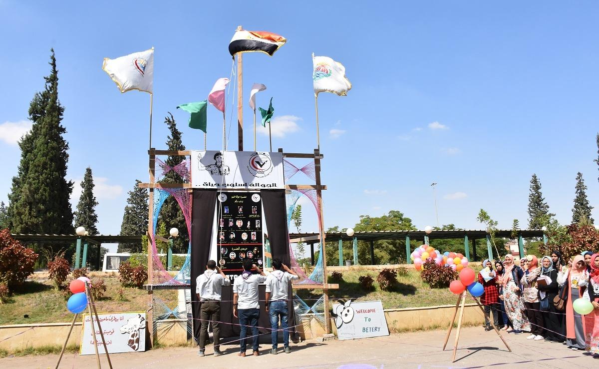 جوالة جامعة مدينة السادات تستقبل الطلاب الجدد بفقرات فنية