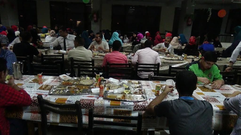 بحضور رئيس الجامعة.. إفطار جماعي للطلاب في المنيا