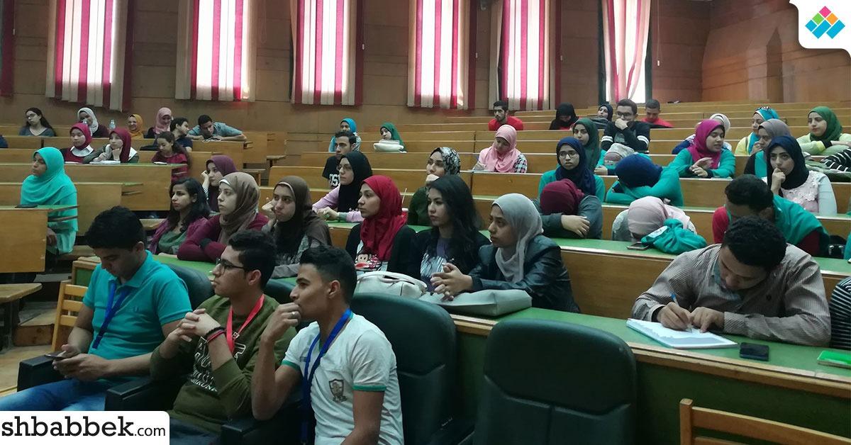 تجارة القاهرة تنظم محاضرة عن «الخدمات المالية غير المصرفية» (صور)