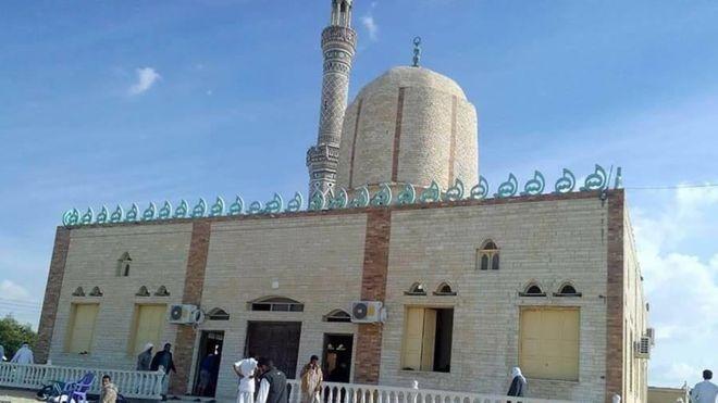 بعد يوم دامي.. 10 صور من مسجد «الروضة» في شمال سيناء