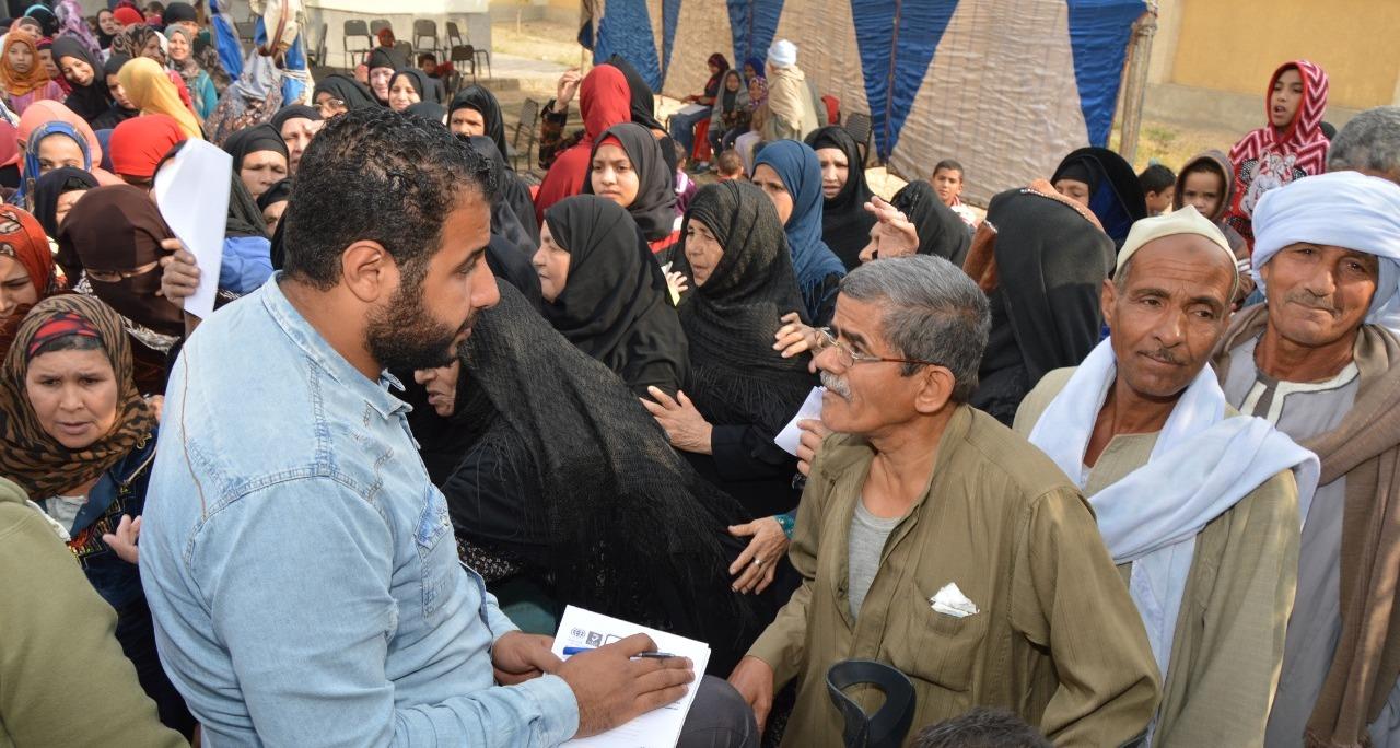 جامعة عين شمس توزع 800 بطانية على أهالي بني سويف