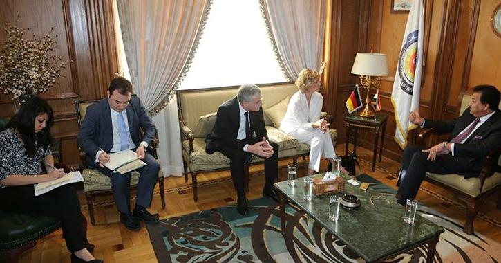 وزير التعليم العالي يبحث سبل التعاون مع السفير الألماني بالقاهرة