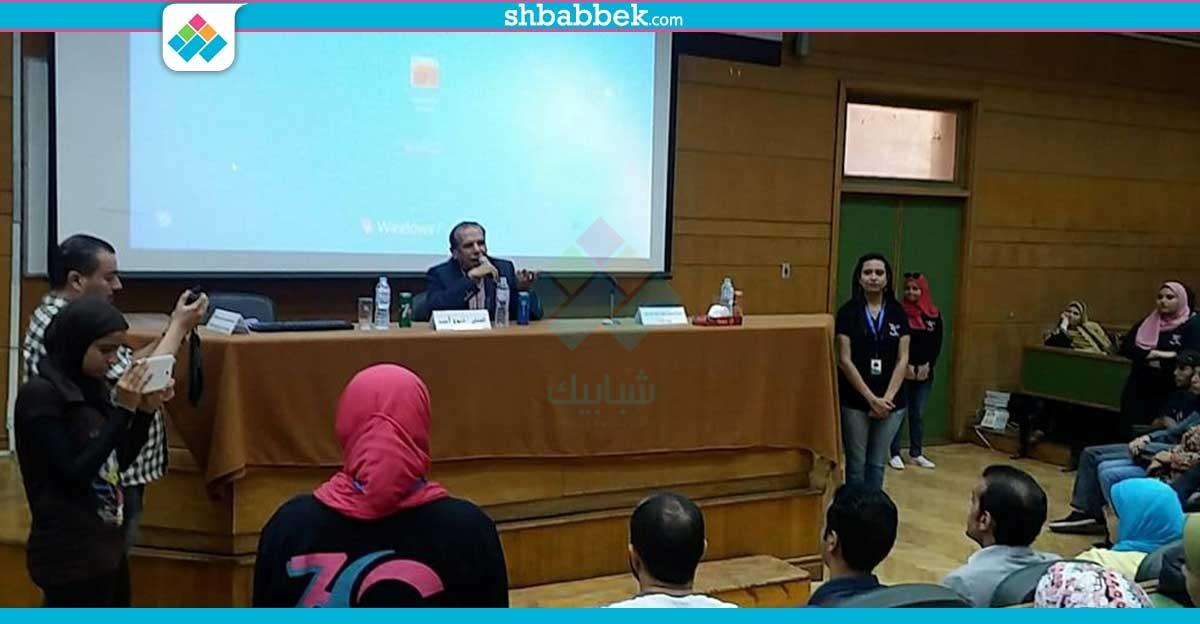 فتوح أحمد بجامعة القاهرة: مفيش مسرح في مصر