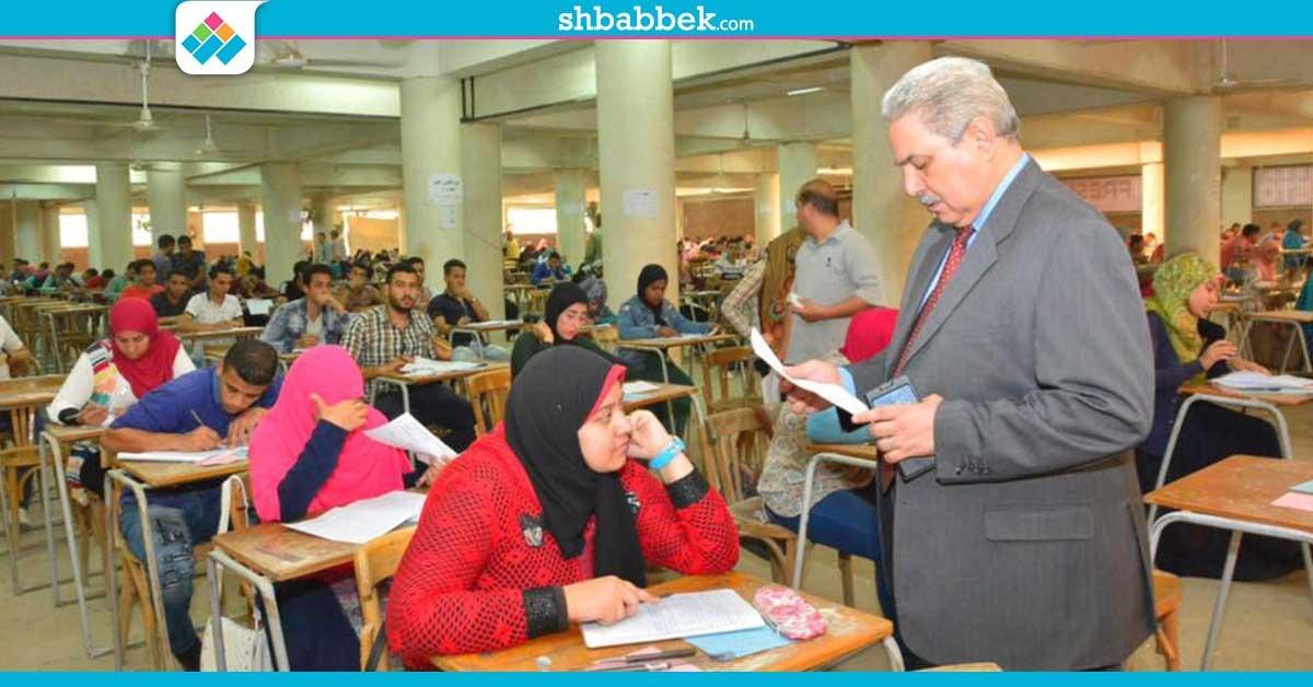 نائب رئيس جامعة أسيوط يتفقد لجان الامتحانات: وفرنا مكيّفات وثلاجات مياه