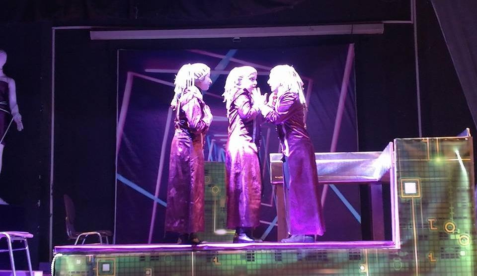 فريق مسرح طب أسنان القاهرة يقدم عرضا يوضح معاناة المرأة المصرية