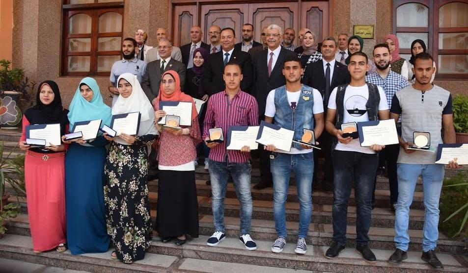 جامعة المنوفية تكرم أوائل الثانوية والدبلومات الفنية ومتحدي الإعاقة وتمنح برامجها المتميزة مجانا