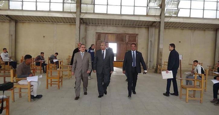 رئيس جامعة المنيا يتفقد الامتحانات وصالة الجمباز