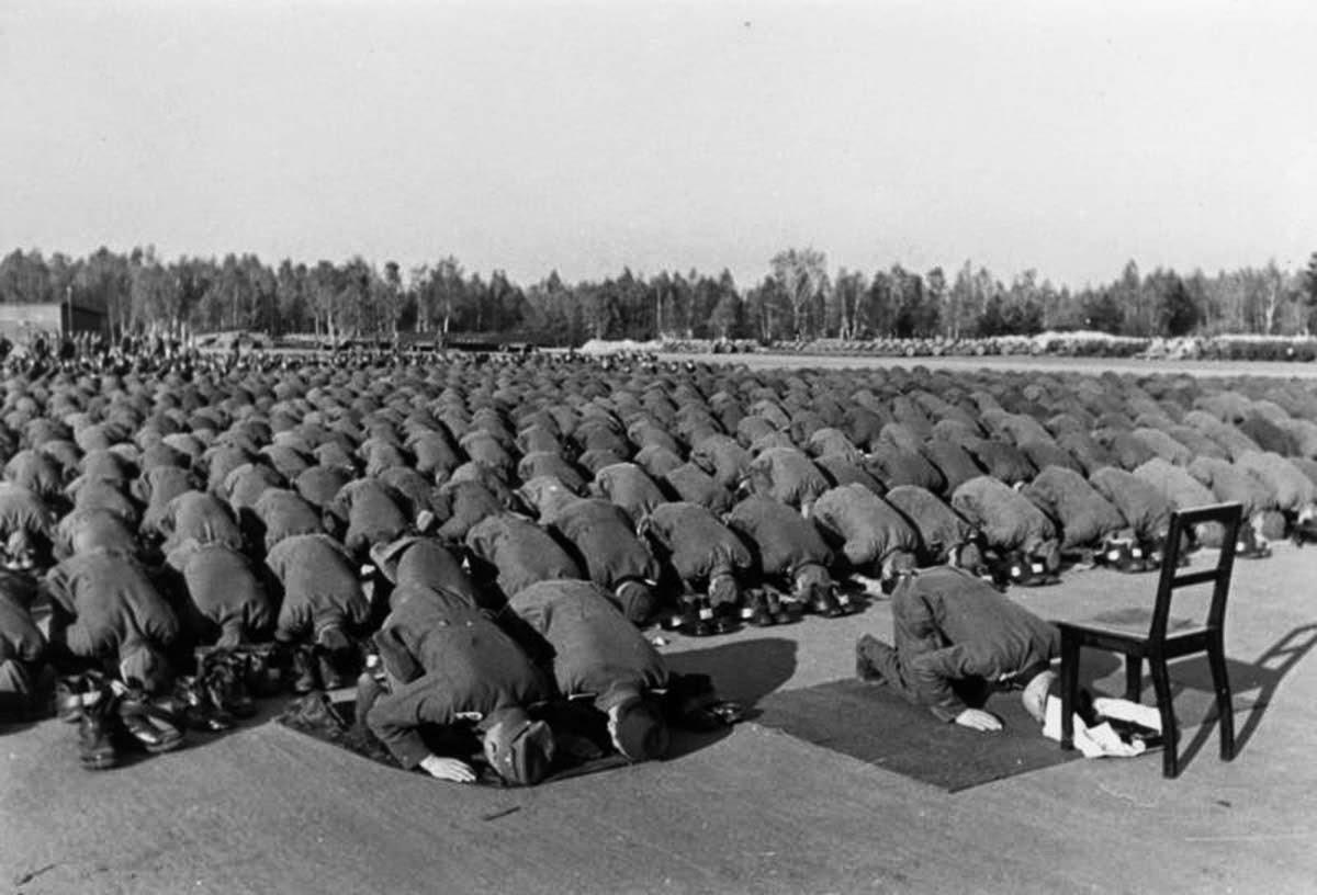 اجتاحوا أوروبا.. لماذا شارك مسلمون في جيش هتلر؟