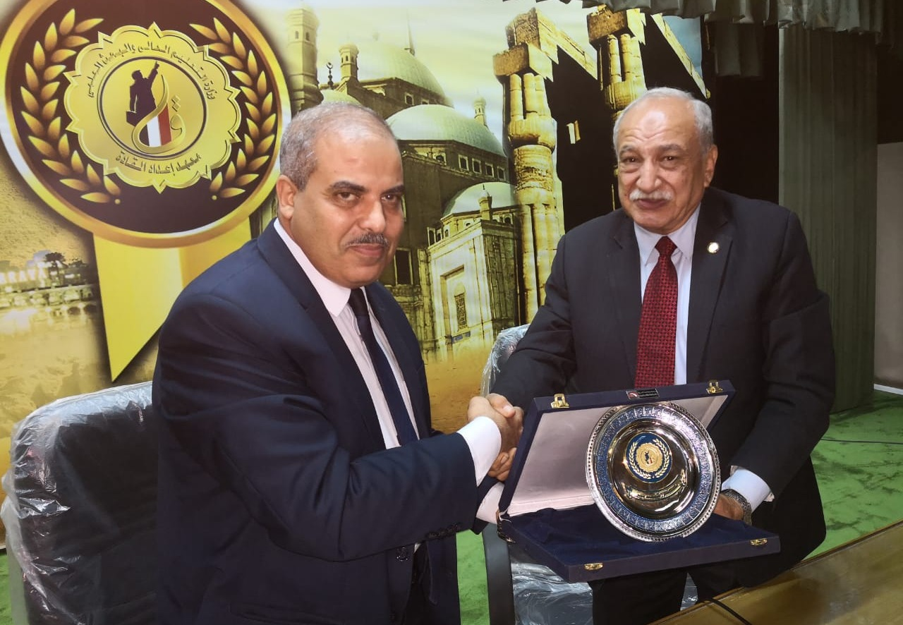 تكريم رئيس جامعة الأزهر في معهد إعداد القادة بحلوان