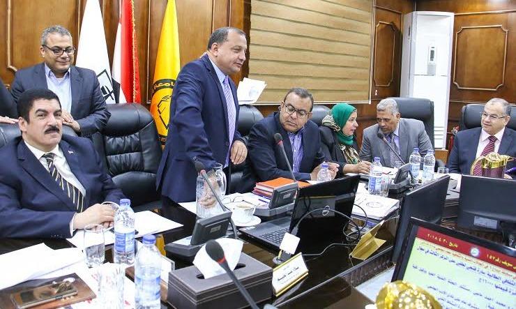 فوز العامل عمر أبو بكر بتأشيرة حج في جامعة بني سويف