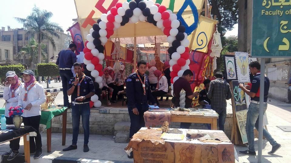 فريق جوالة يستعرض نشاطه لطلاب جامعة القاهرة.. لعب وأغاني ورومانسيات (صور)