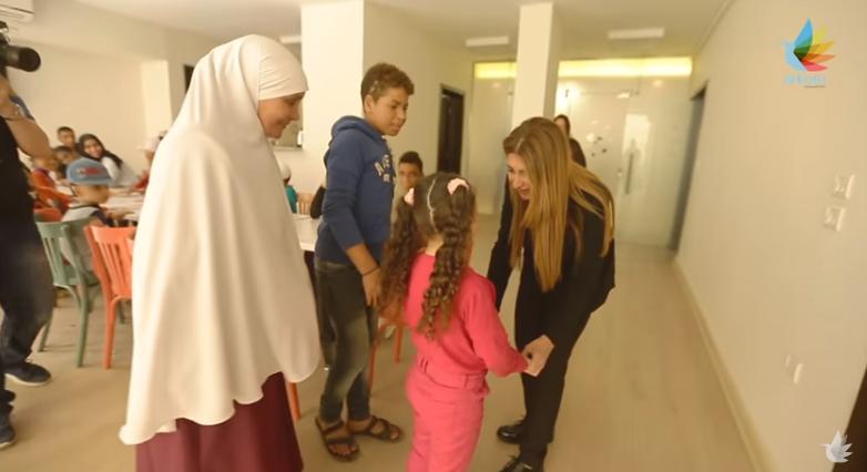 هبة السويدي.. سيدة صنعت الأمل في نفوس ضحايا الحروق