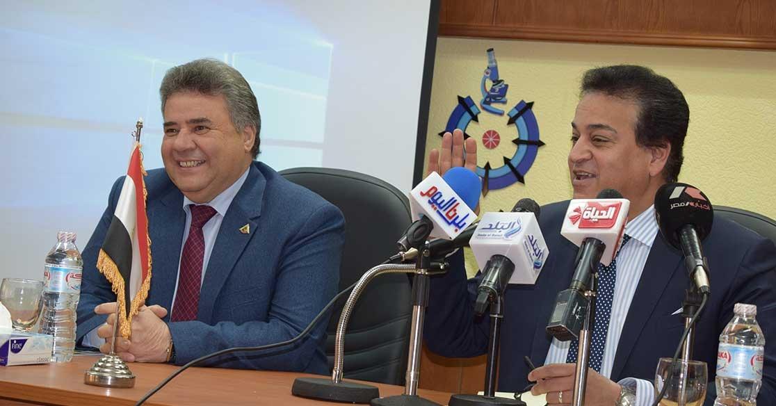 هكذا احتفل وزير التعليم العالي بانتهاء ولاية رئيس جامعة بنها