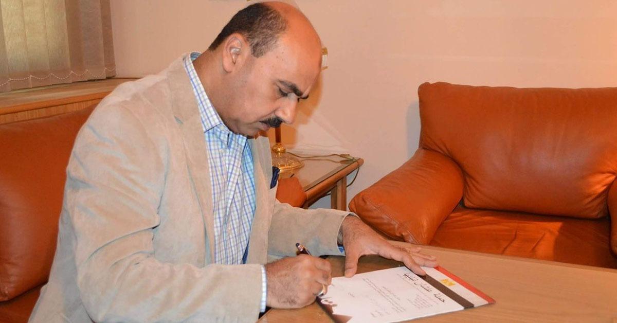 رئيس جامعة الفيوم يوقع استمارة «علشان تبنيها» لمطالبة السيسي بالترشح لفترة ثانية