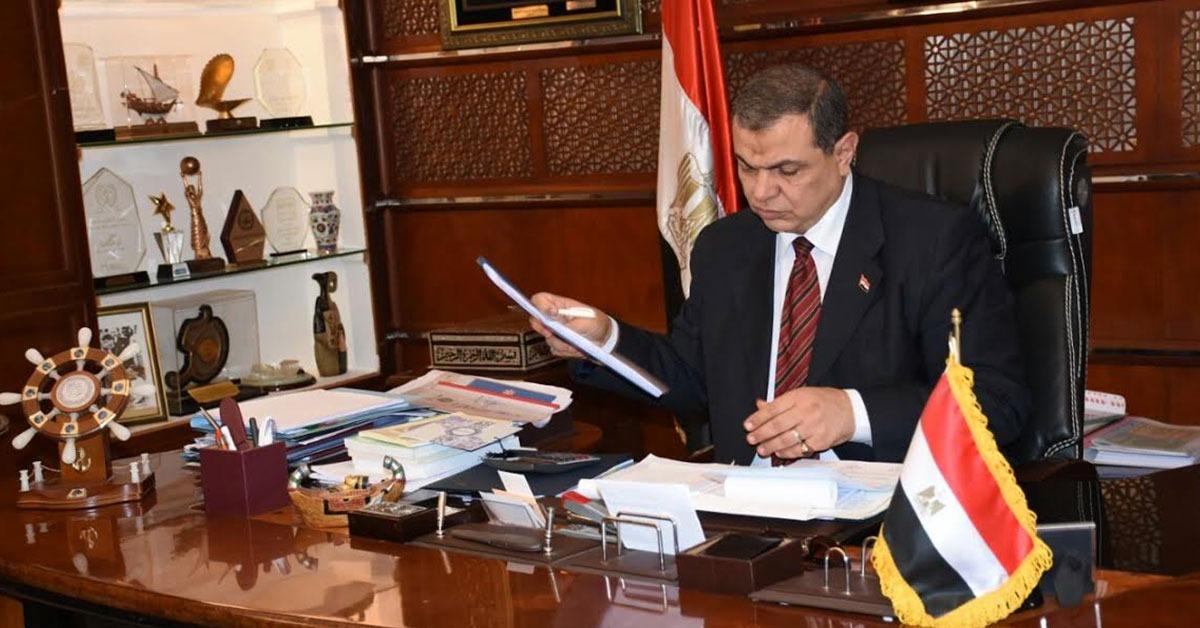 للعمال المصريين في الإمارات.. تفاصيل غرامات عدم إصدار تصريح العمل الجديد