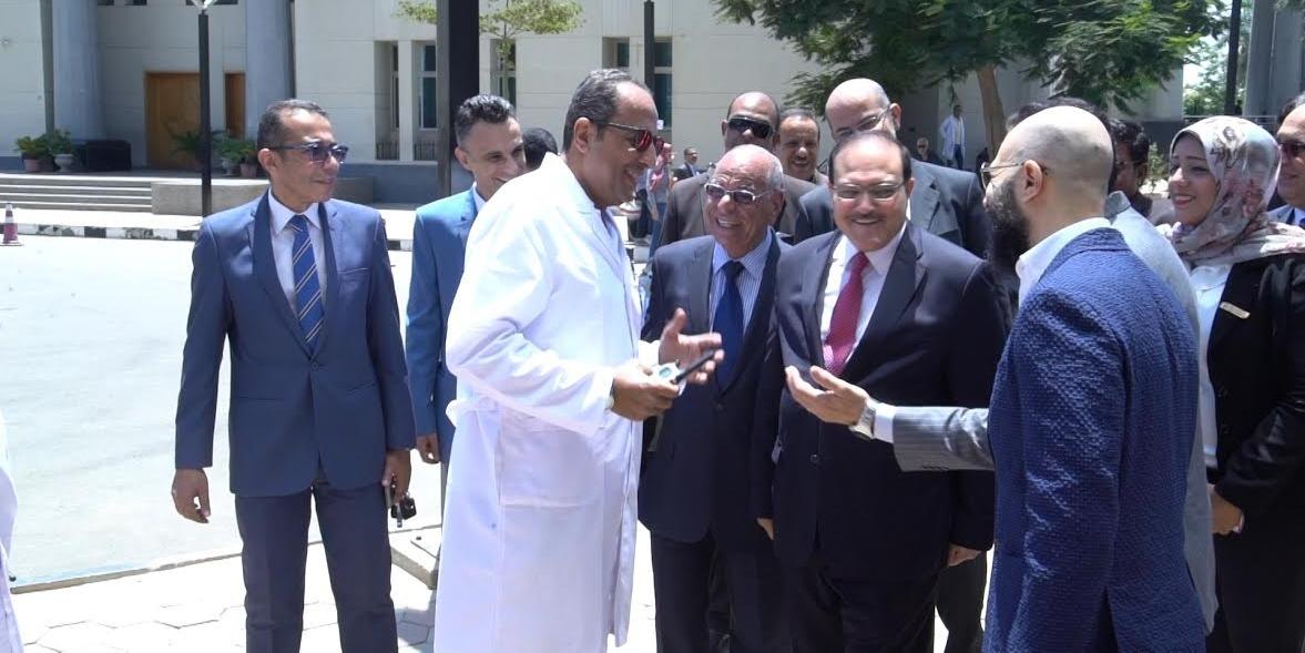 عميد بجامعة مصر يشرح لوزير التعليم العالي الأردني إمكانيات كلية تربية خاصة