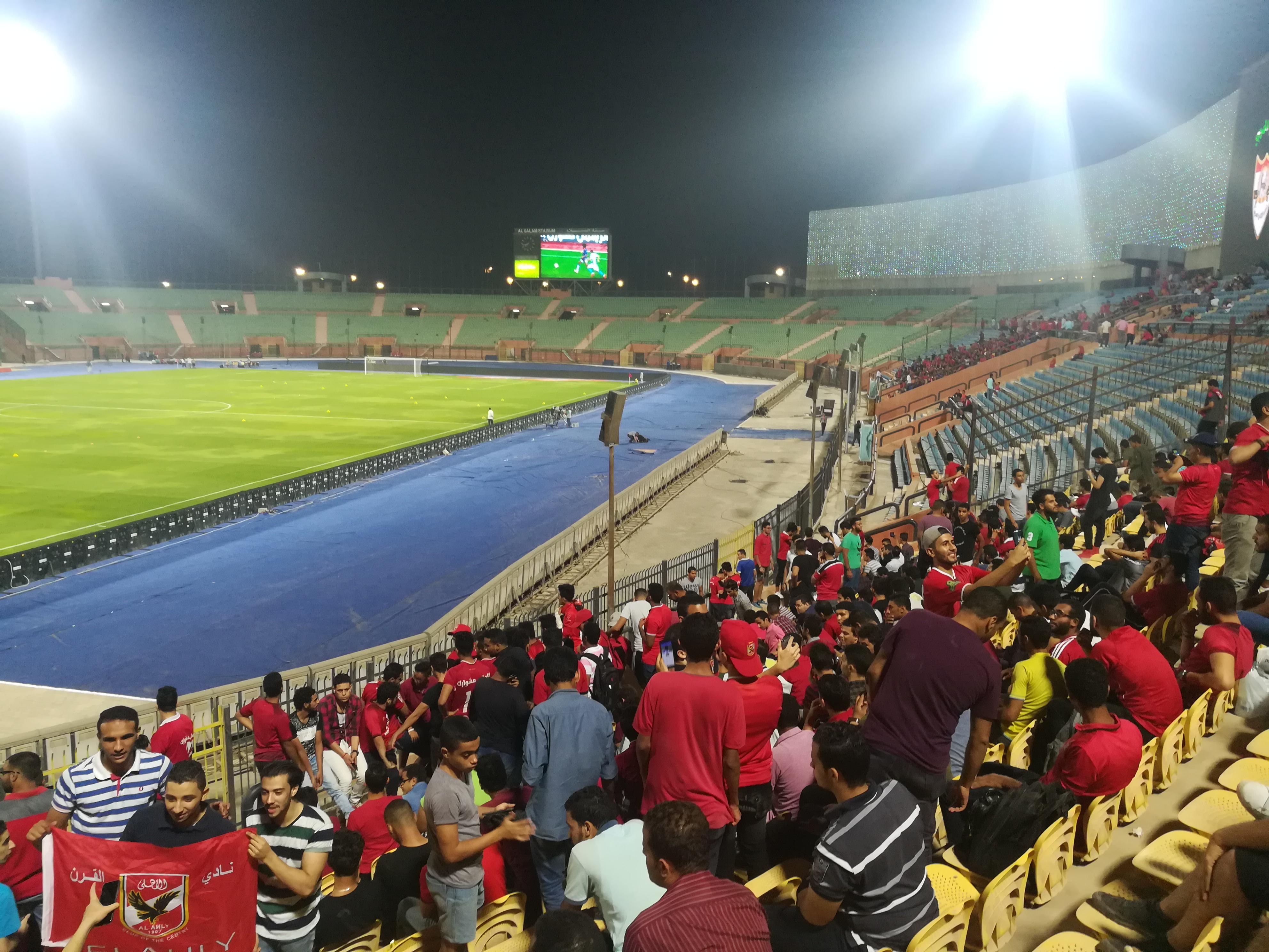 طلاب جامعة القاهرة في مباراة الأهلي