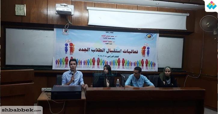 سياسة القاهرة تنظم ندوة تعريفية للطلاب الجدد «صور»