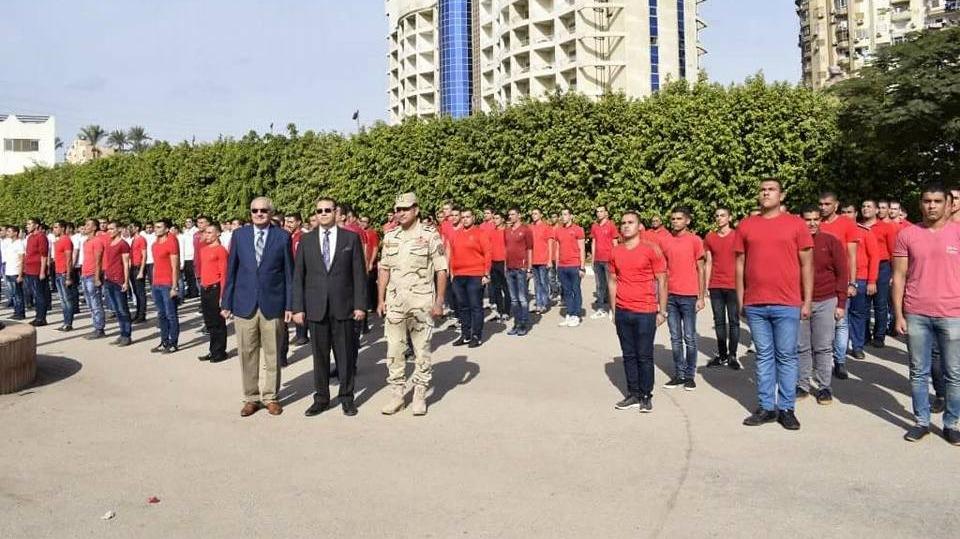 رئيس جامعة المنصورة يحضر تدريبات طلاب التربية العسكرية