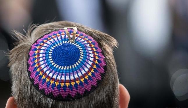 ألمانيا تحذر اليهود: «لا ترتدوا القلنسوة الخاصة بكم حفاظا على أرواحكم»