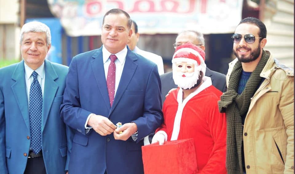 «بابا نويل» في جامعة سوهاج