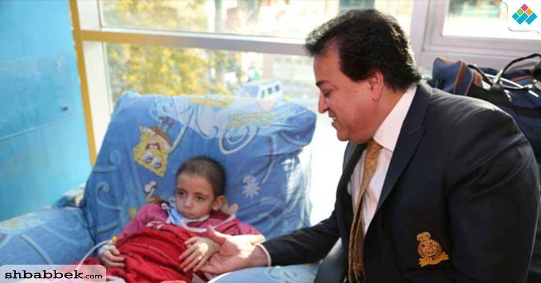 وزير التعليم العالي يشارك أطفال مستشفى «57» احتفالهم بقرب حلول شهر رمضان