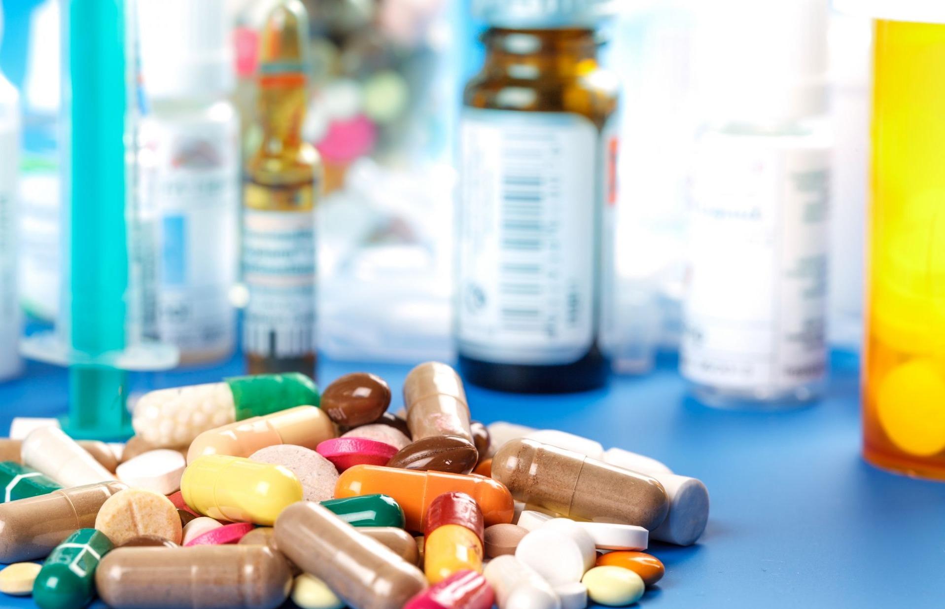 تعرف على خطورة الإكثار من تناول أدوية المضاد الحيوي (فيديو)
