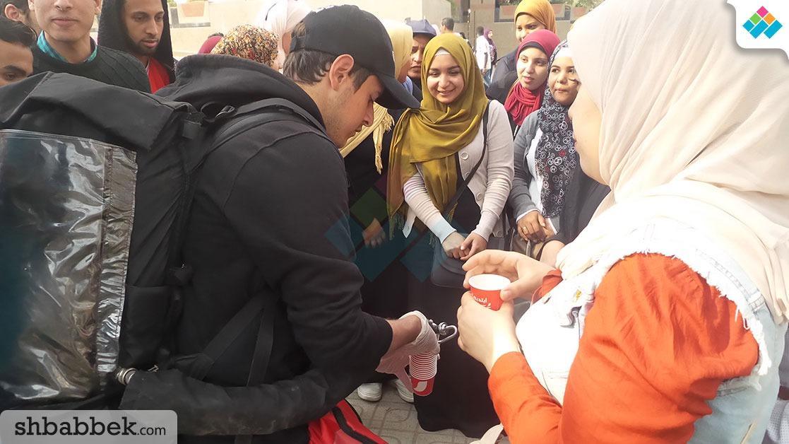 توزيع نسكافيه مجانا على طلاب جامعة القاهرة (صور)