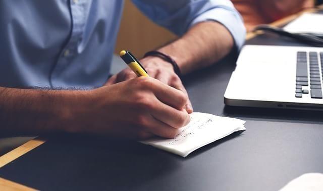 لطلاب إعلام.. فرصة تدريب في جريدة «عالم المال»