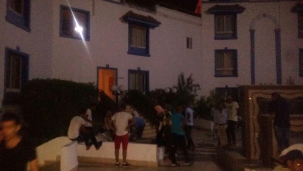 هيباتوا في الشارع.. أزمة تواجه عشرات الطلاب بشرم الشيخ (صور)