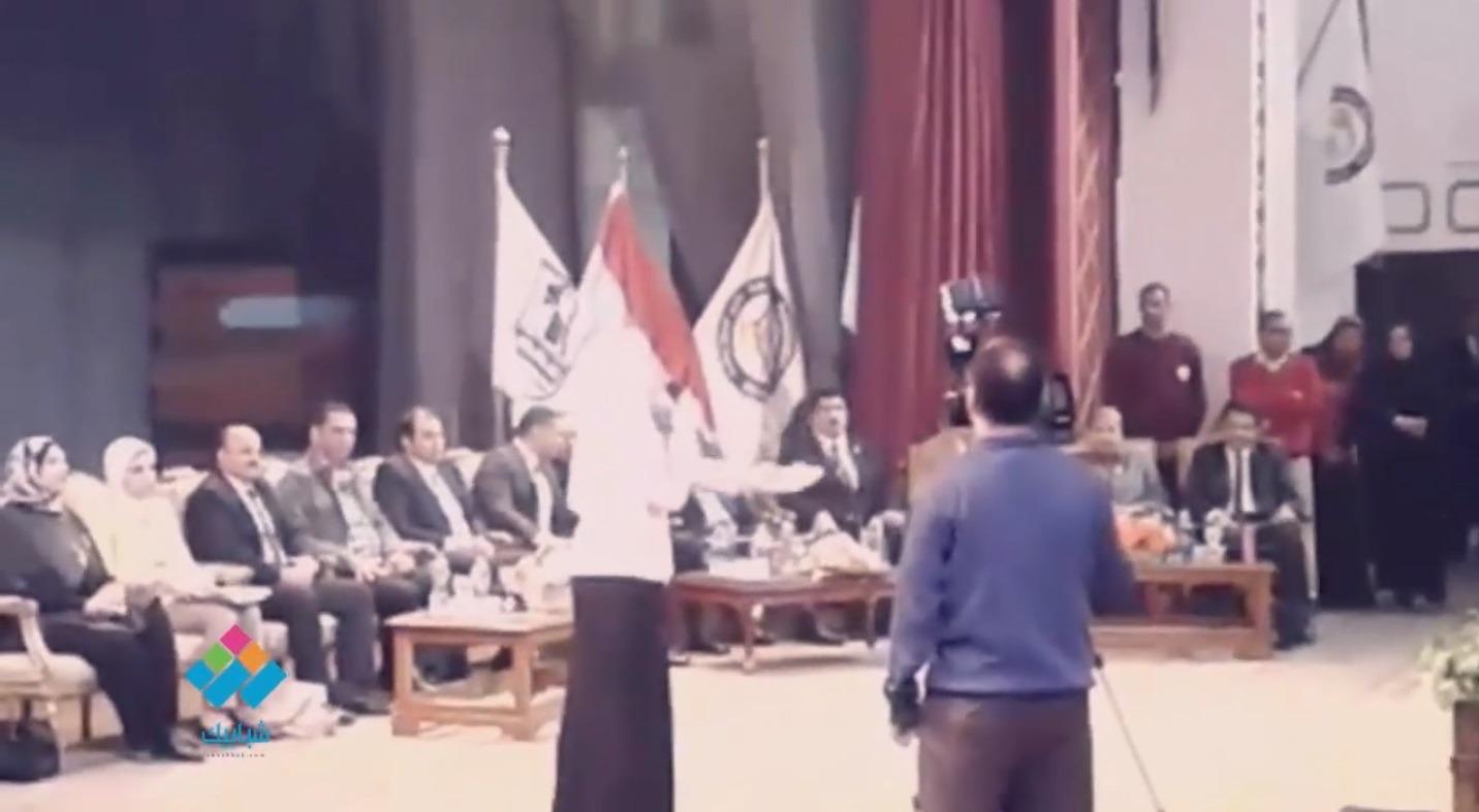 «غنيلي شوية شوية».. أداء الطالبة إيمان عبد التواب من جامعة بني سويف