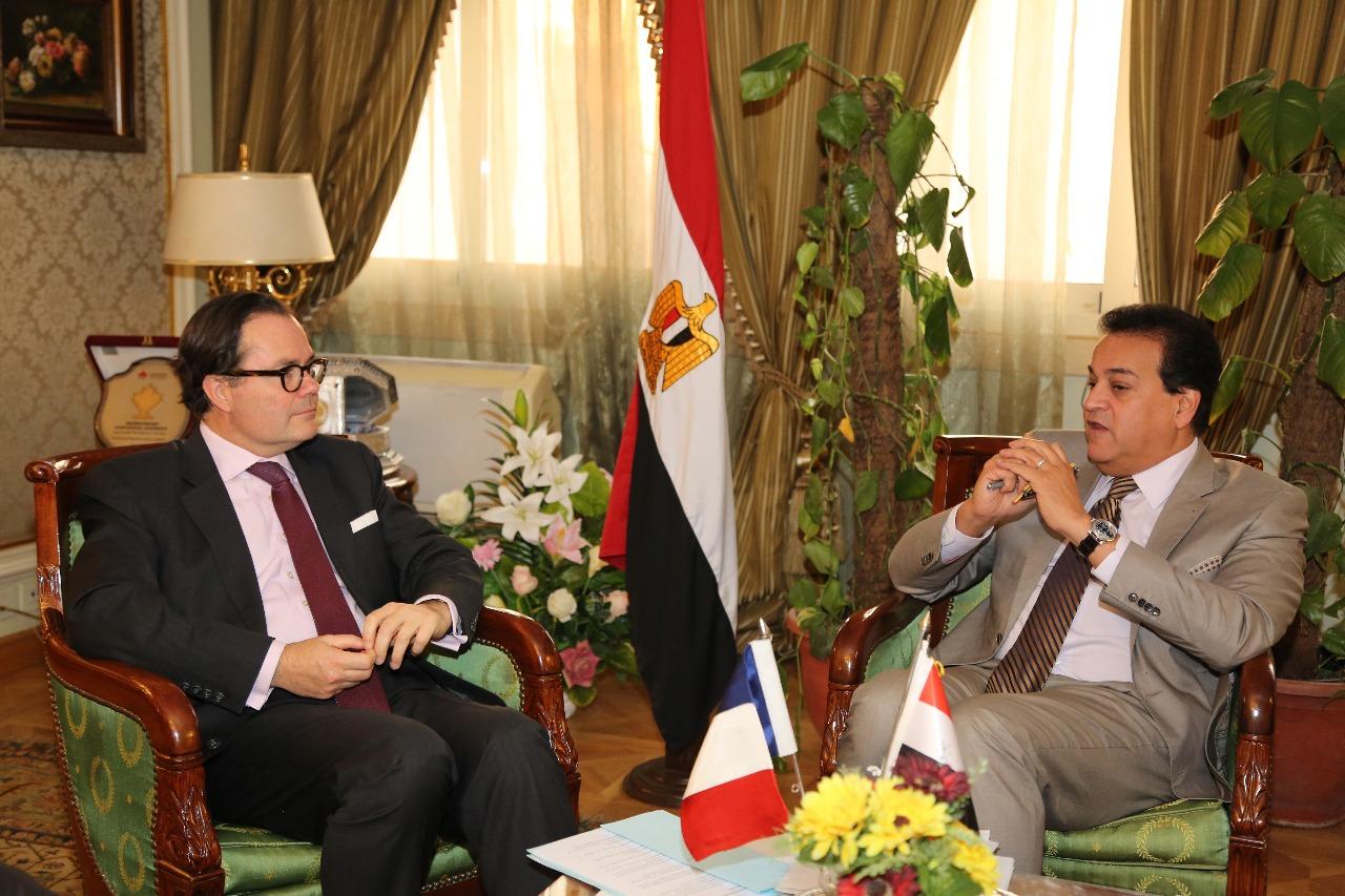وزير التعليم العالي يلتقي السفير الفرنسي بالقاهرة (صور)